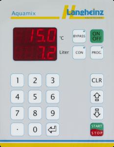 Das Eingabefeld eines Aquamix-Geräts der Langheinz Kältetechnik GmbH. Zu sehen sind eine Temperatur- und Literanzeige, ein Ziffernfeld, ein Start-/Stop-Button, sowie Tasten für einige weitere Funktionen.